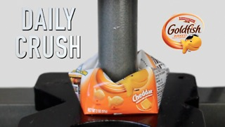 Crushing Goldfish crackers with hydraulic press - Video