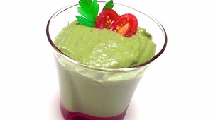 How to make a green smoothie with kale and avocado - Video