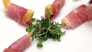 Classic Italian appetizer: prosciutto wrapped melon - Video