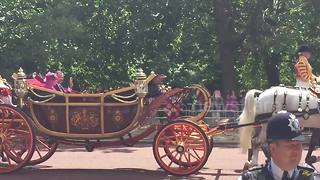 Spain's King Felipe and Queen Elizabeth arrive at Buckingham Palace - Video