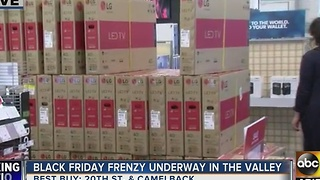 Door open on Thanksgiving Day for shoppers - Video