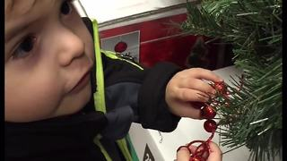 Toddler super excited about Christmas decorations - Video