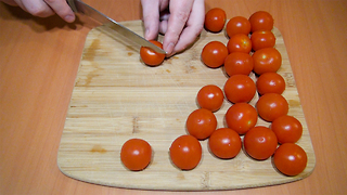 Fastest and easiest way to cut cherry tomatoes - Video