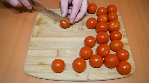Fastest and easiest way to cut cherry tomatoes