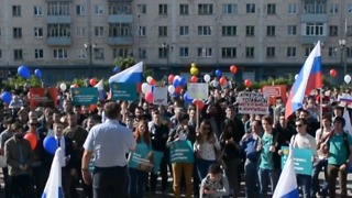 Thousands Gather Across Russia on National Holiday to Protest Corruption - Video