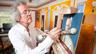 A real Renaissance man – Painter's entire council house inspired by the renaissance - Video