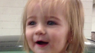 Baby's priceless reaction after hearing car alarm - Video