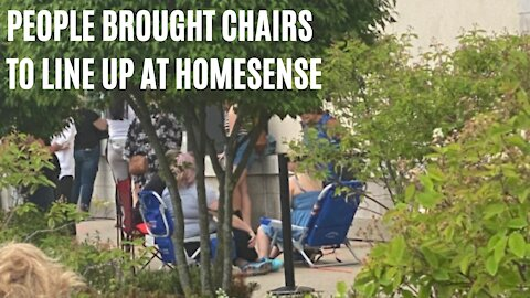 People Are Lining Up To Shop At HomeSense In Ontario & They Brought Lawn Chairs