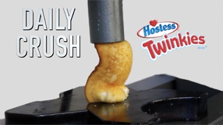 Crushing a Twinkie with hydraulic press - Video