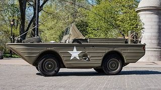 Vintage WW2 Amphibious Car Rides Through Brooklyn - Video