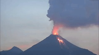 Volcan de Colima Erupts Two Days in a Row - Video