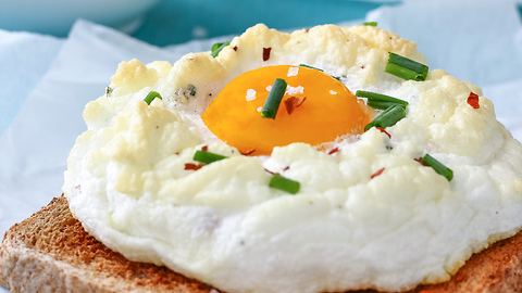 How to make Cloud Eggs (Eggs on a Cloud)