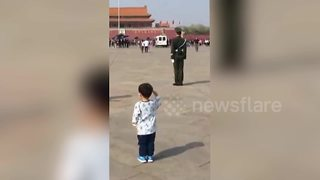 Toddler salutes police on patrol in Tiananmen Square - Video