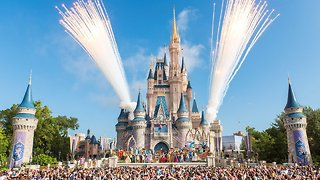 Disney Reportedly Withholding Bonuses From Union Employees - Video