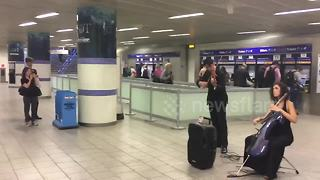 Duet play Game of Thrones theme at Kings Cross, London - Video