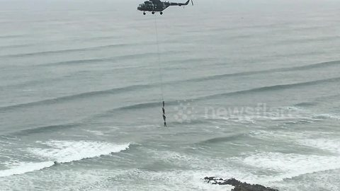 People filmed dangling from a helicopter in Peru