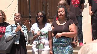 Aaron Bailey's sister speaks at rally in downtown Indianapolis - Video