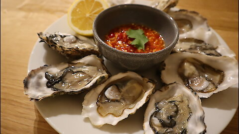 Freshwater oysters with spicy Thai seafood sauce