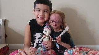 Adalia Rose unboxes 'House of Flynn' gift - Video
