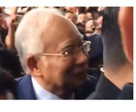 Former Malaysian Prime Minister Najib Razak in Court to Face Graft Charges - Video