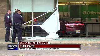 Vehicle crashes into Citizens Bank in Oak Park - Video