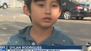 Seven-year-old boy is helping the homeless - Video