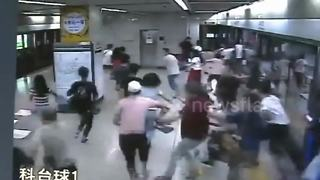 Panic breaks out on Chinese underground causing stampede - Video