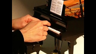 World's Smallest Grand Piano - Video