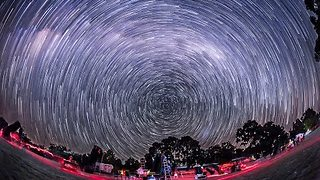 Photographer Captures Time-lapse Showing Motion of the Southern Hemisphere Sky - Video
