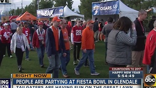 Fans takeover lawn in Glendale for tailgating - Video