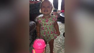 A Tot Girl Stops Crying When She Sees That She Is Being Recorded - Video
