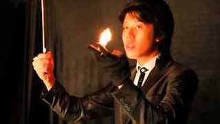 Magician Shows Off Magnificent Sleight of Hand - Video