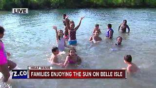 Families enjoy the heat on Belle Isle - Video