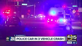 Police car involved in multi-vehicle wreck - Video