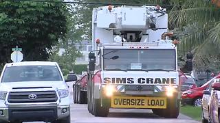 2 injured when crane collapses in Lauderhill - Video