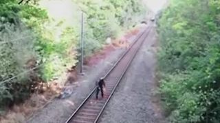 Heroic rail worker saves cyclist from oncoming train - Video