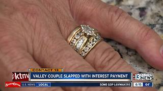 Couple receive surprise after paying for wedding ring - Video
