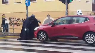 Darth Vader Causes Ruckus On A Busy Street - Video