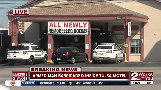 Armed man barricaded inside Tulsa motel - Video