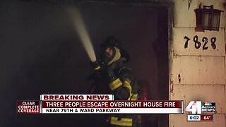 3 people, cat escape house fire on Ward Parkway
