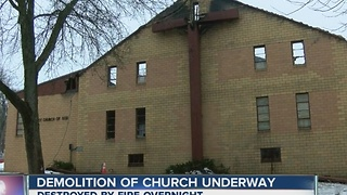 Church destroyed by fire in Jamestown - Video