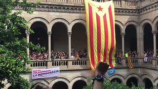 Students Occupy University of Barcelona in Catalan Independence Vote Standoff - Video