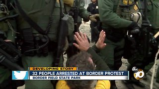 32 people arrest at border protest in San Diego - Video