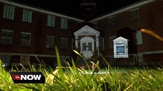 Spirits reaching out at Rolling Hills Asylum - Video
