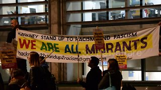 Protesters at Home Office welcome refugees and migrants - Video