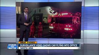Car crashes into second floor of building in Santa Ana - Video