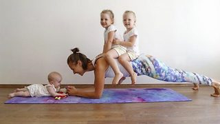 Mum beats postpartum depression by exercising with kids - Video