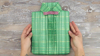 How to: easy shirt style gift wrapping - Video
