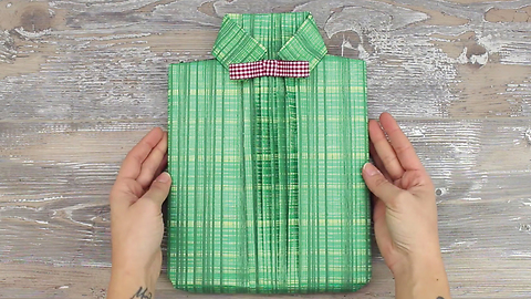 How to: easy shirt style gift wrapping