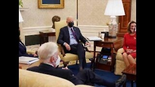 Fake Oval Office Reports walking in